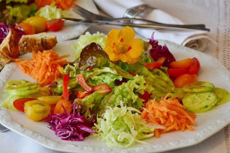 Jak zabránit přejídání a omezit chuť k jídlu při hubnutí