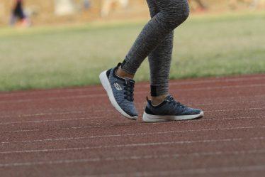 Při chůzi se zapojují i svaly trupu (břicho, záda) a také svaly na horních končetinách. Při chůzi jsou tedy aktivní skoro všechny vaše svaly.