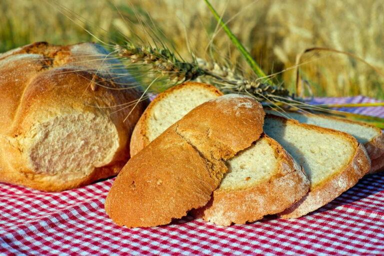 Kalorické tabulky pečivo: Chleba, rohlík, kaiserka, bageta