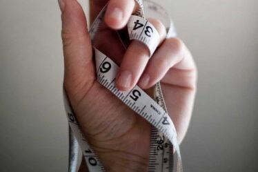 Pokud chcete zjistit množství tuku vtěle, pak je lepší nějaké přesnější měření. Buď na přístroji, který změří bioelektrickou impedanci, nebo alespoň použít kaliperační kleště.